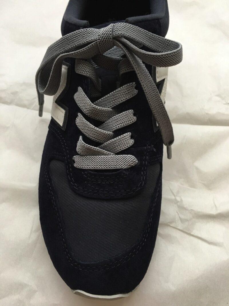 キャンドゥ伸びる靴紐前から
