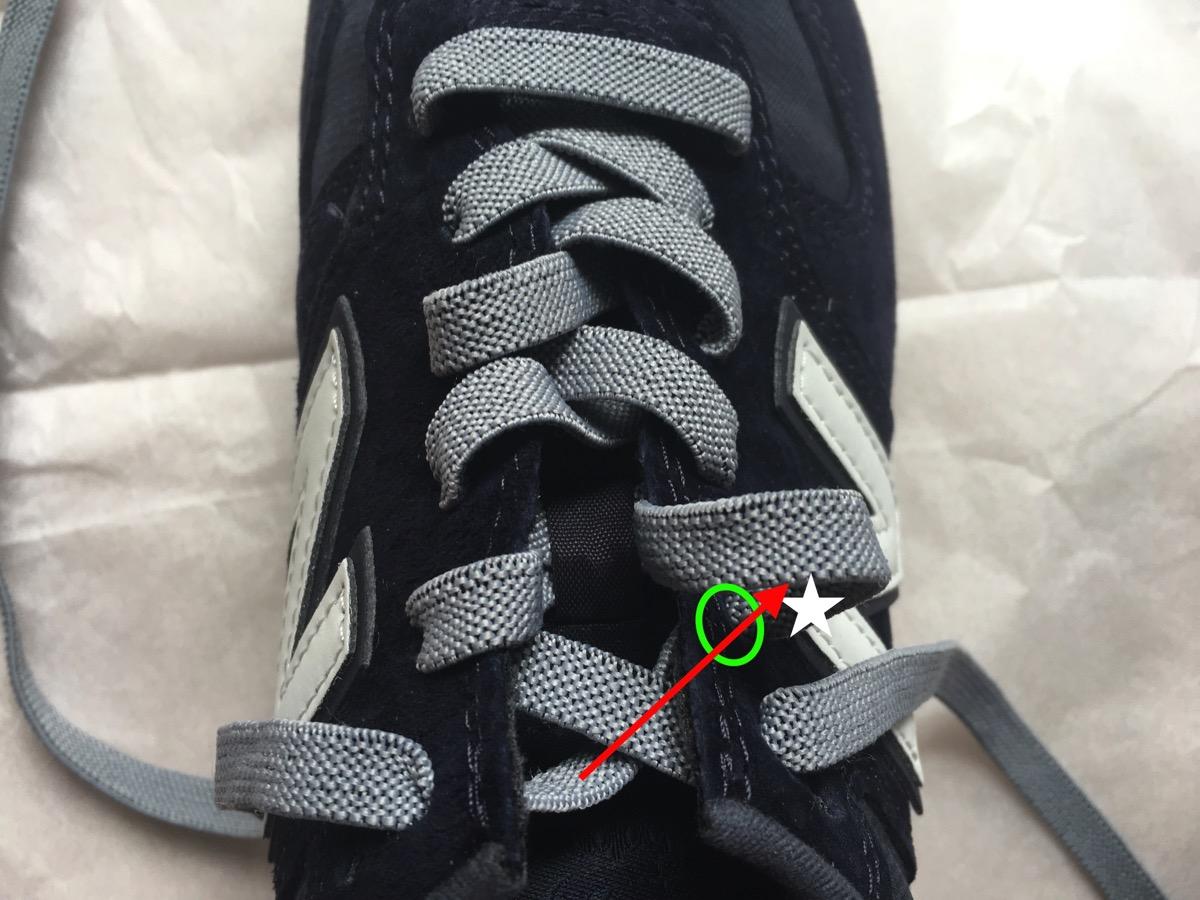 靴紐を引く02