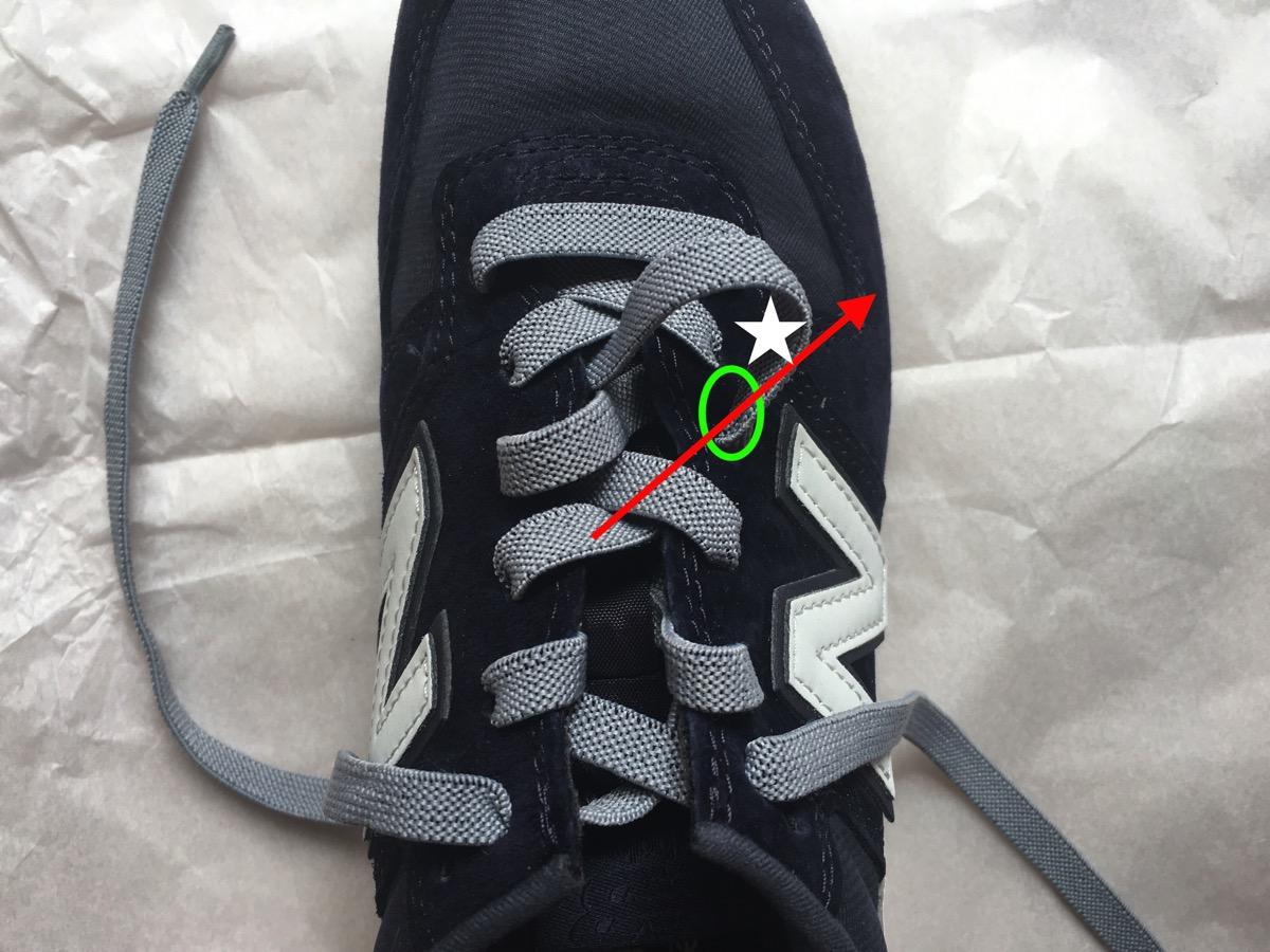 靴紐を引く04