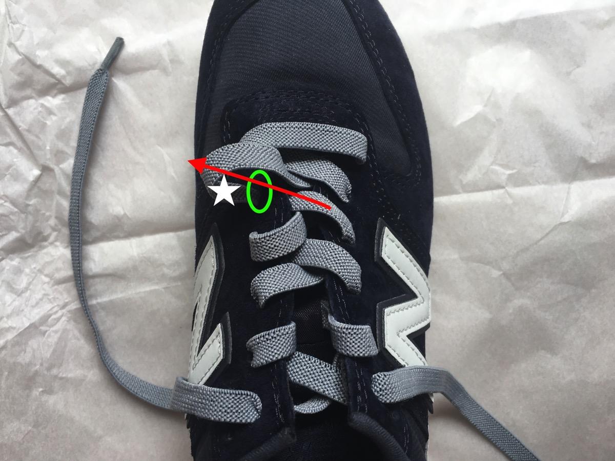 靴紐を引く05
