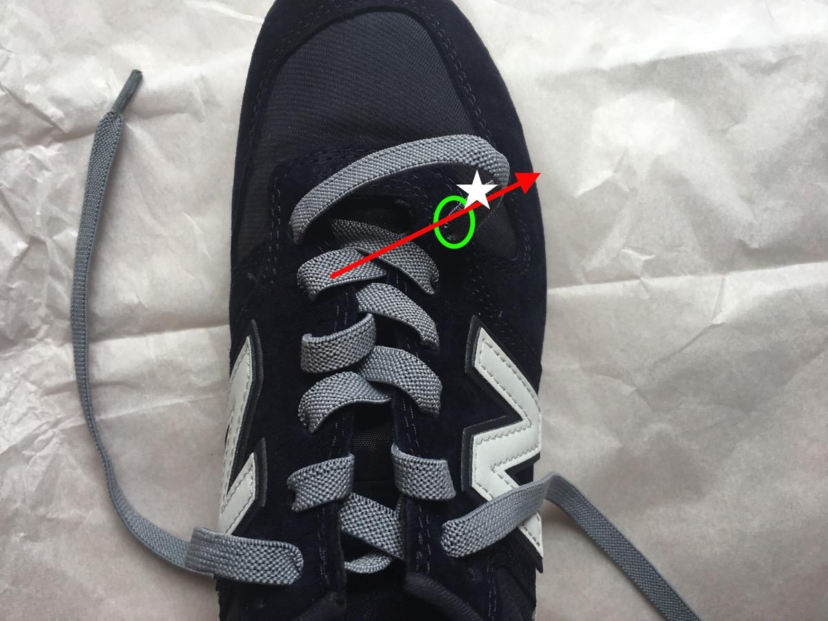 靴紐を引く06