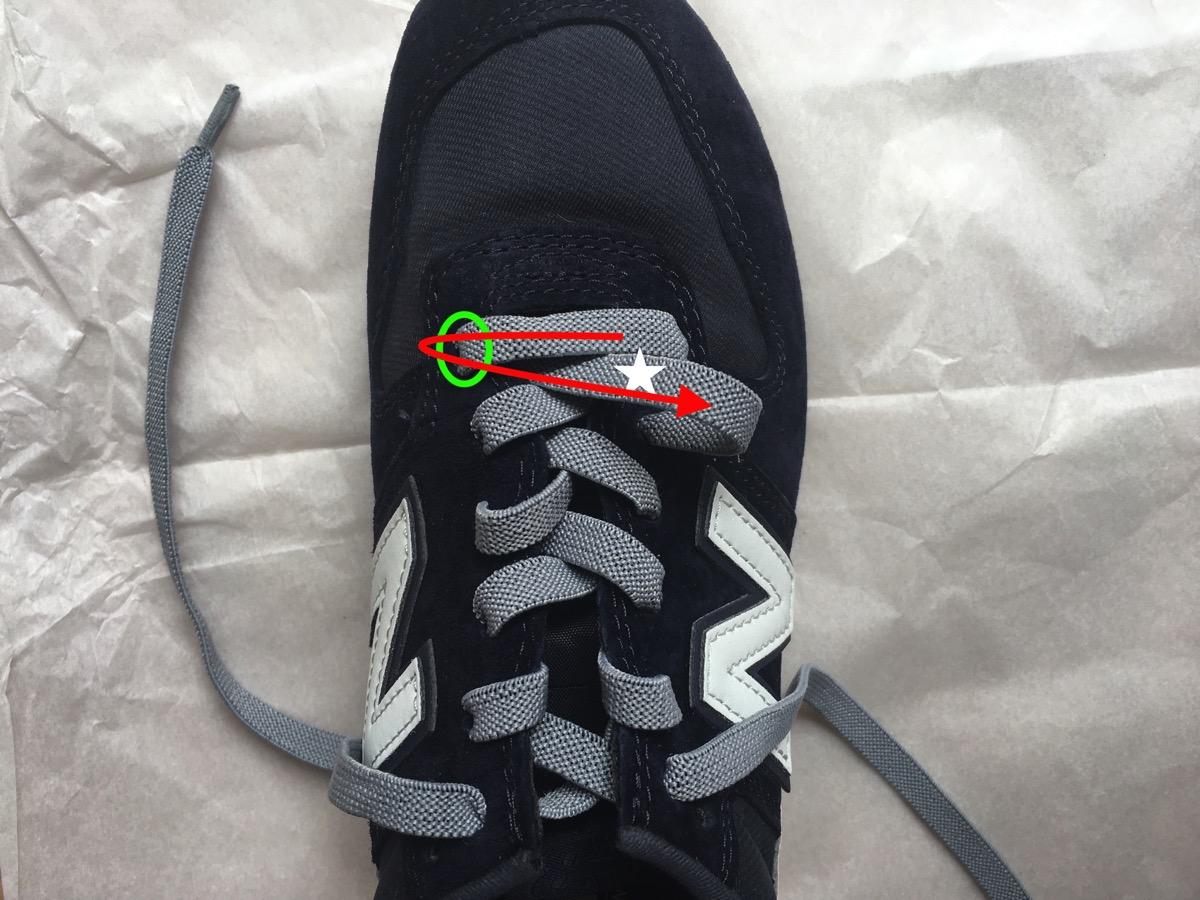 靴紐を引く07