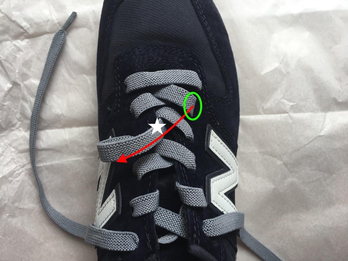 靴紐を引く08
