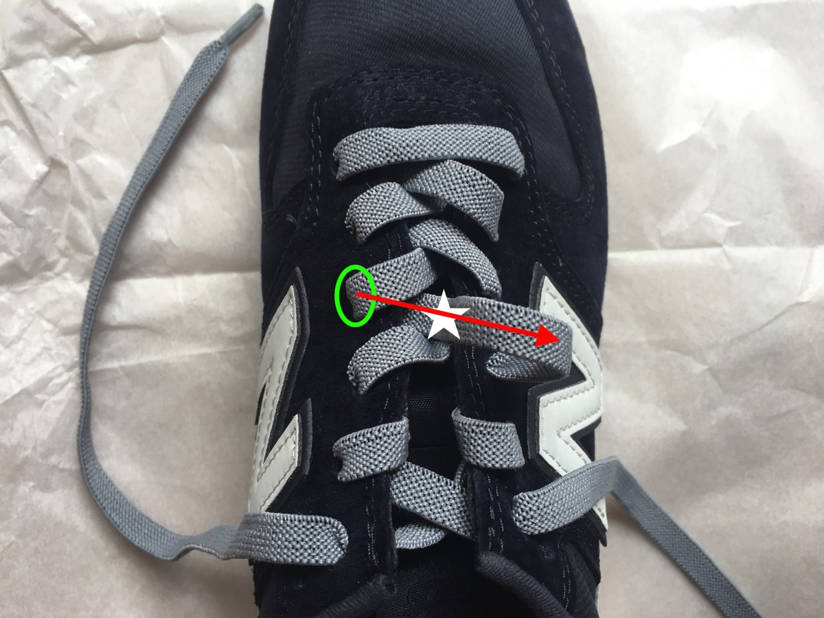 靴紐を引く09