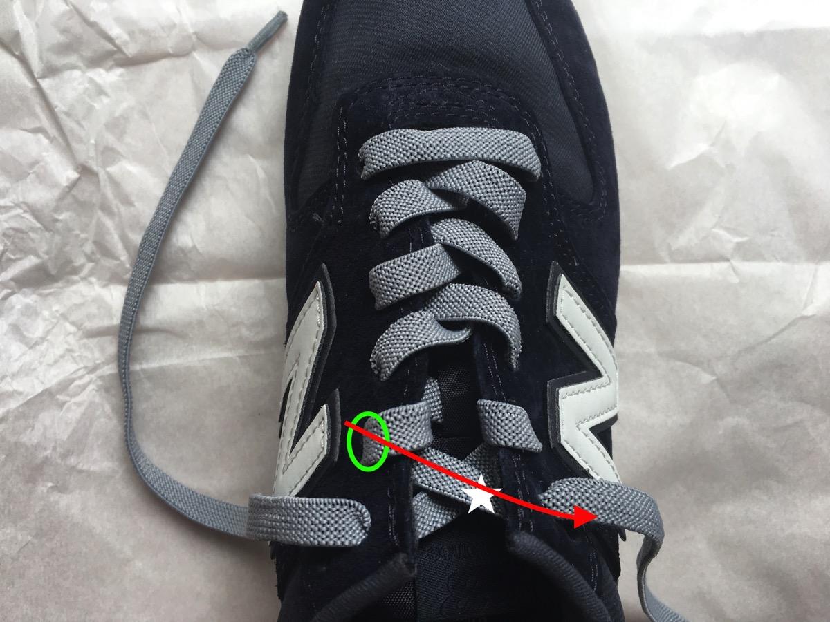 靴紐を引く11