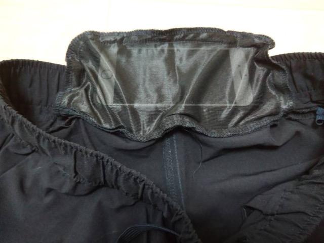 無印良品吸汗速乾縦横ストレッチテーパードパンツ 後ろポケットにスマホが余裕で入ります