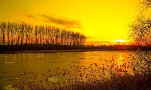 夕暮れの河川敷
