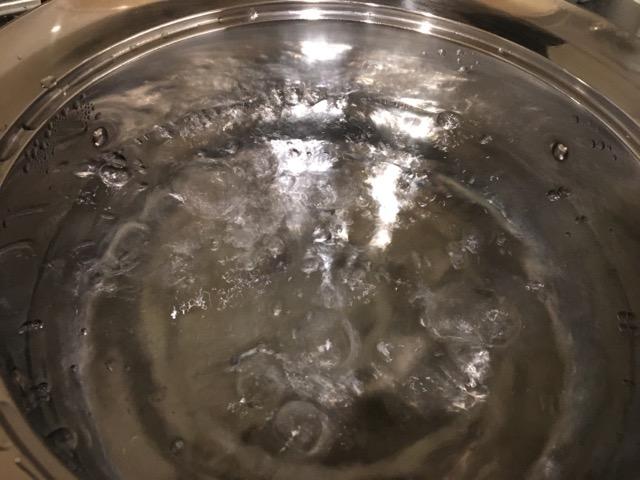お湯がしっかり沸いている様子