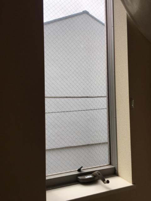 縦滑り出し窓