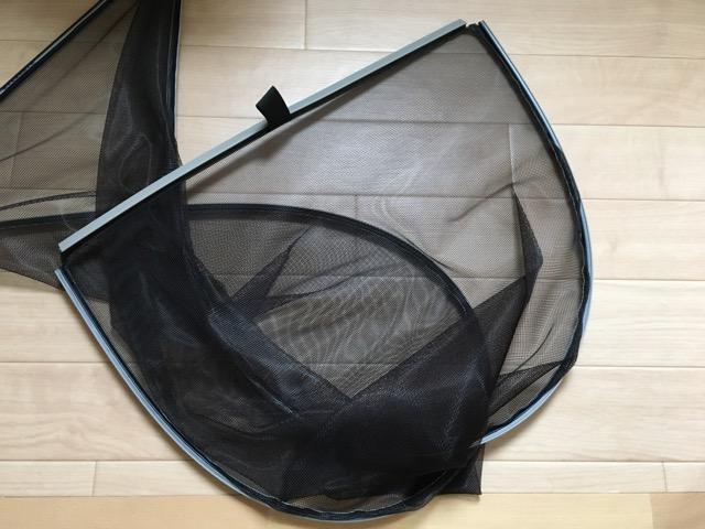 滑り出し窓の網戸は柔らかい