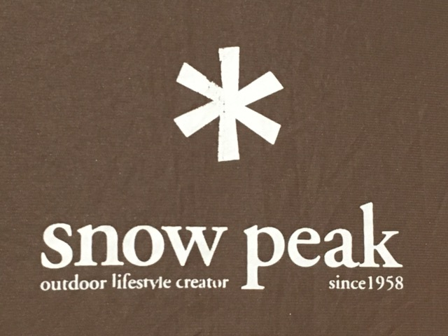 スノーピーク傘の生地色とロゴ
