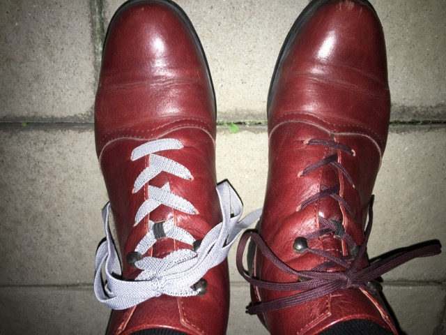 ブーツを履いた状態の左右