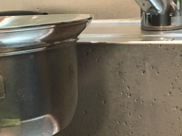 ステンレス鍋とシンクの内側を比べてみた